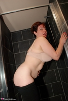 JuiceyJaney. Shaved Shower Free Pic 5