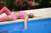 SweetSusi. In Pink By The Pool Free Pic 2