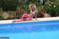 SweetSusi. In Pink By The Pool Free Pic 8