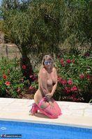 SweetSusi. In Pink By The Pool Free Pic 15