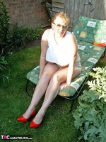 Curvy Claire. Sunbathing Pt1 Free Pic 8