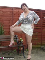 Kinky Carol. Relaxing In The Garden Pt1 Free Pic 6