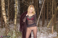 KyrasNylons. Flashing Pussy In Pantyhose Outside Free Pic 8