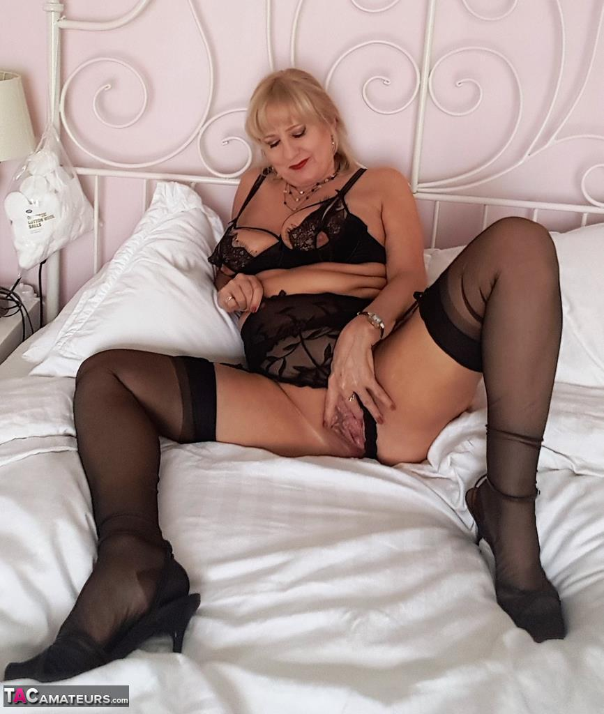 Porn pics of lorna, naked best position