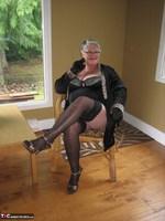 Girdle Goddess. Killer Heels Free Pic 1