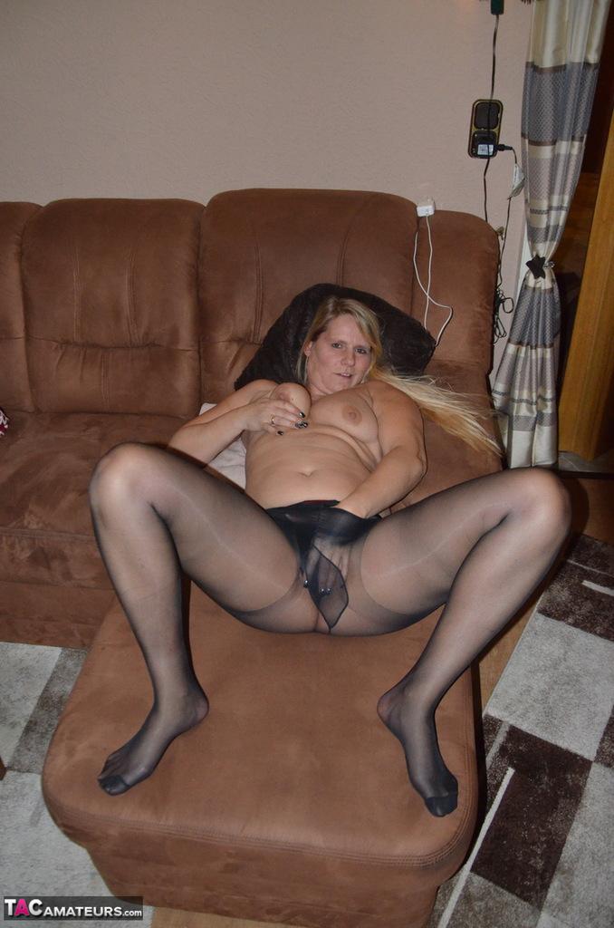 mature-pantyhose-nude-pics-latina-dutch-lesbian