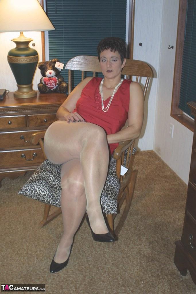 naked fat girl legs