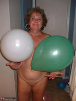 BustyBliss. Balloons Boobs Bath & Boy Toy Free Pic 2