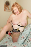 SpeedyBee. Solo On The Bed Free Pic 18