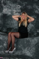 SweetSusi. Woman In Black Free Pic 6