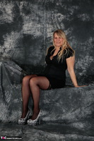 SweetSusi. Woman In Black Free Pic 7