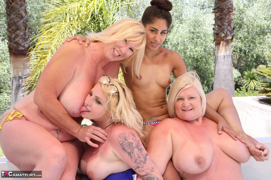 Hot Tub orgie sexy tiener meisjes pussy pics
