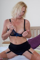 Molly MILF. Molly On The Bed Free Pic 13