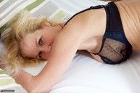 Molly MILF. Molly On The Bed Free Pic 16