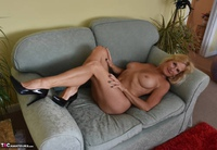 Molly MILF. Best Of Molly's Poses Free Pic 1