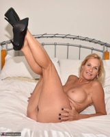 Molly MILF. Best Of Molly's Poses Free Pic 10