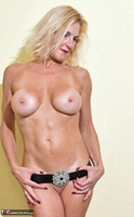 Molly MILF. Best Of Molly's Poses Free Pic 13