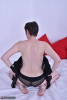 Hot Milf. Black Corsage Free Pic 11