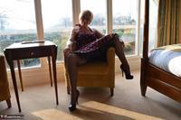 Barby Slut. Spotty Dress Free Pic 6