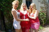 Molly MILF. Three Girl Fun In The Garden Free Pic 2