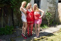 Molly MILF. Three Girl Fun In The Garden Free Pic 6
