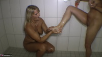 Sweet Susi. Clean Feet Free Pic 2