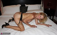 Molly MILF. Having Fun In A Boudoir Hotel Free Pic 14