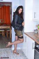 LuLu Lush. On The Prowl In The Kitchen Free Pic 4