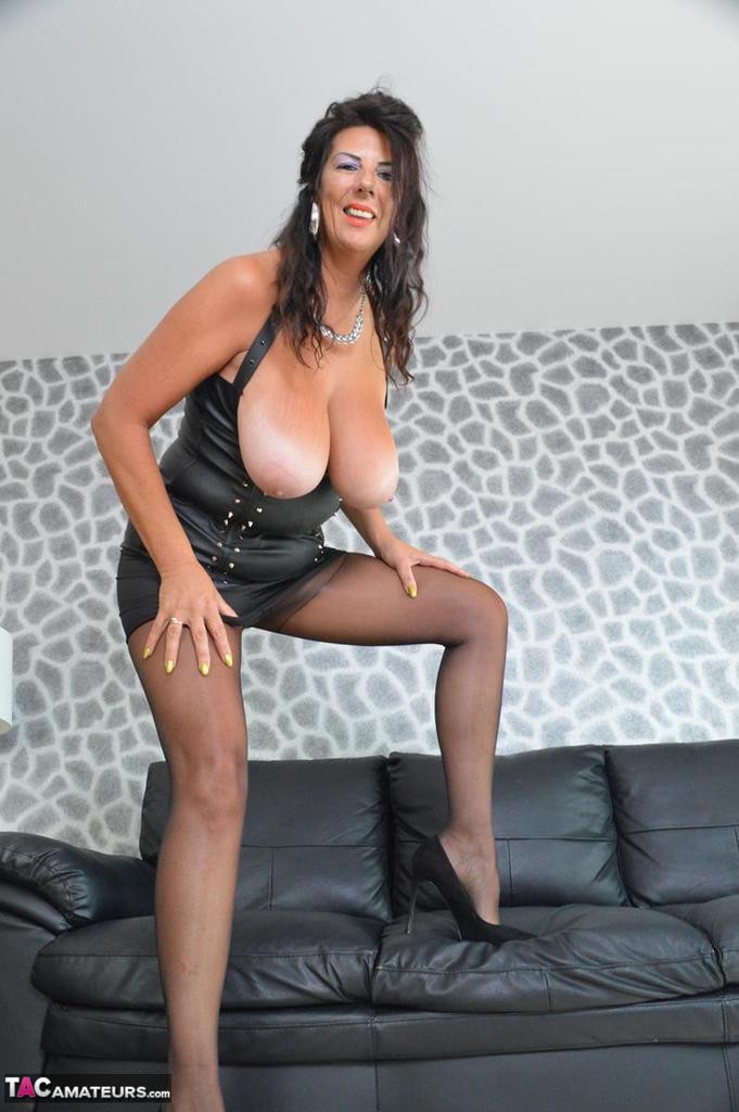 Ample Sexy  Mature Loving