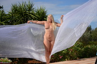 Sweet Susi. Shooting With Red & White Cloth Free Pic 16