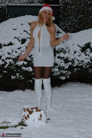 KyrasNylons. Kyra In The Snow Free Pic 3