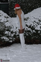 KyrasNylons. Kyra In The Snow Free Pic 4