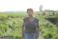 Kinky Carol. Outsiude In The Oil Seed Rape Pt1 Free Pic 1