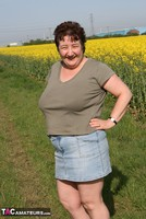 Kinky Carol. Outsiude In The Oil Seed Rape Pt1 Free Pic 3