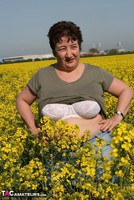 Kinky Carol. Outsiude In The Oil Seed Rape Pt1 Free Pic 7