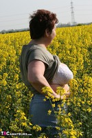 Kinky Carol. Outsiude In The Oil Seed Rape Pt1 Free Pic 10