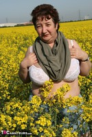 Kinky Carol. Outsiude In The Oil Seed Rape Pt1 Free Pic 11