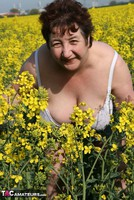 Kinky Carol. Outsiude In The Oil Seed Rape Pt1 Free Pic 12