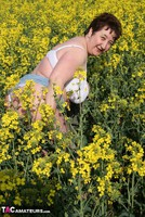 Kinky Carol. Outsiude In The Oil Seed Rape Pt1 Free Pic 13