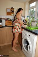Jessicas Honeyz. Washing The Pots Like An Angel Pt1 Free Pic 1