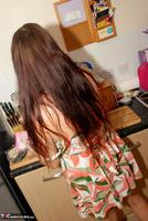 Jessicas Honeyz. Washing The Pots Like An Angel Pt1 Free Pic 5