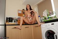 Jessicas Honeyz. Washing The Pots Like An Angel Pt1 Free Pic 20