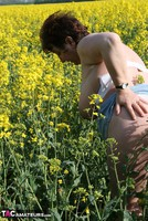 Kinky Carol. Outsiude In The Oil Seed Rape Pt2 Free Pic 1