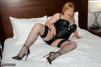 SpeedyBee. Four Poster Bed Free Pic 8