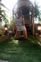 . Hat In The Garden Free Pic 3