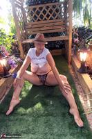 . Hat In The Garden Free Pic 16