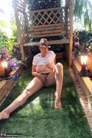 . Hat In The Garden Free Pic 17