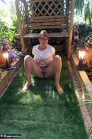 . Hat In The Garden Free Pic 18