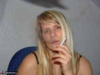 Sweet Susi. Smoking In The Office Free Pic 3