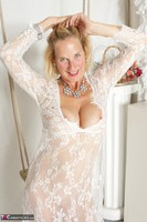 Molly MILF. Molly On The Swing Free Pic 6